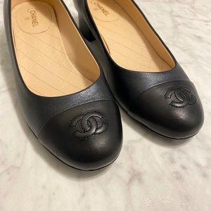 Chanel Leather CC pumps
